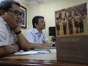Ihsan Alief dan Martin L Sinaga dalam diskusi buku di Ciputat School