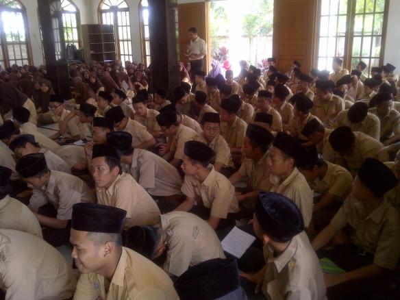 Suasana Pelatihan Menulis di Ponpes Daar al-Huda Curug Tangerang