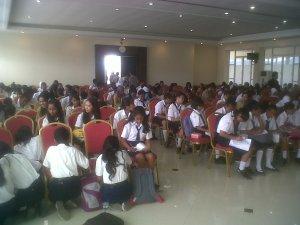 Para siswa/i SMP sekota Ambon mengikuti pelatihan menulis bersama Ahmad Gaus, 19  Nopember 2013