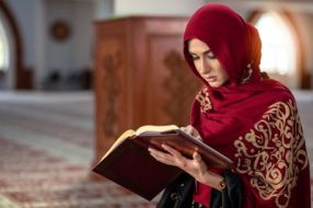 young-muslim-woman-praying-in-mosque-with-quran-1025661346-5c5b6ba646e0fb00017dcfc4
