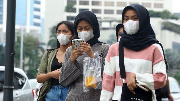 warga-beraktivitas-menggunakan-masker-di-kawasan-bundaran-hi