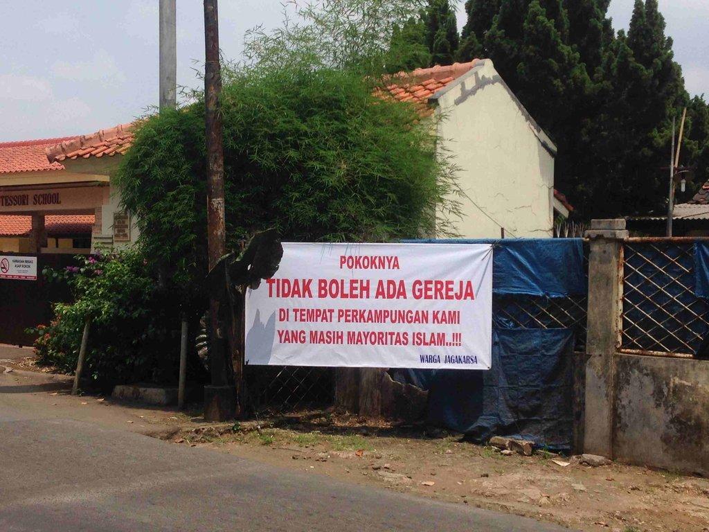 banner--penolakan--alihfungsi-haris-gunawan-tirto-1