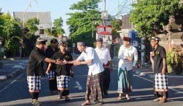 berkaca-dari-toleransi-lintas-agama-di-bali_m_124308