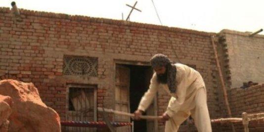 warga-muslim-di-desa-pakistan-ramai-ramai-iuran-bangun-gereja